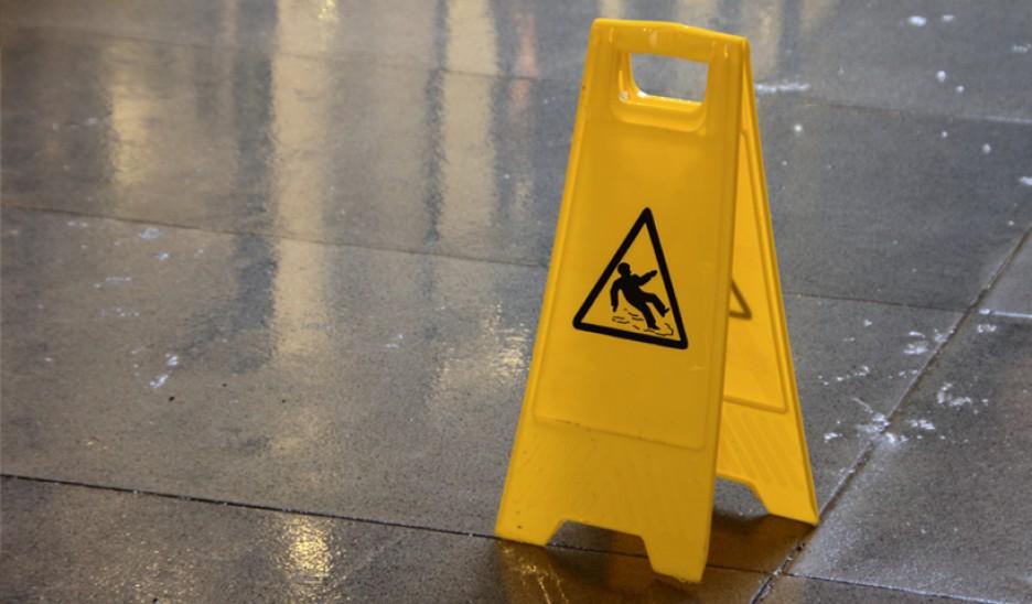 Conselhos para redução do risco de quedas em hotelaria