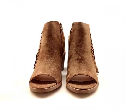 Sandálias atadas de camurça mustang cor camelo