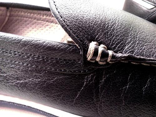 Detalle de la calidad de piel zapatos fluchos